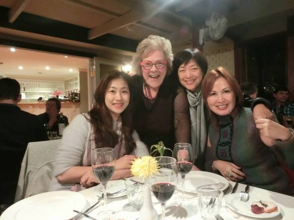 Making friends:  Taipei and Belconnen Rotarians mingle