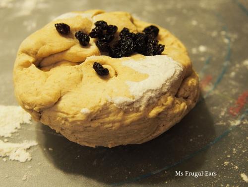 Hot cross bun sweet dough with currants ontop