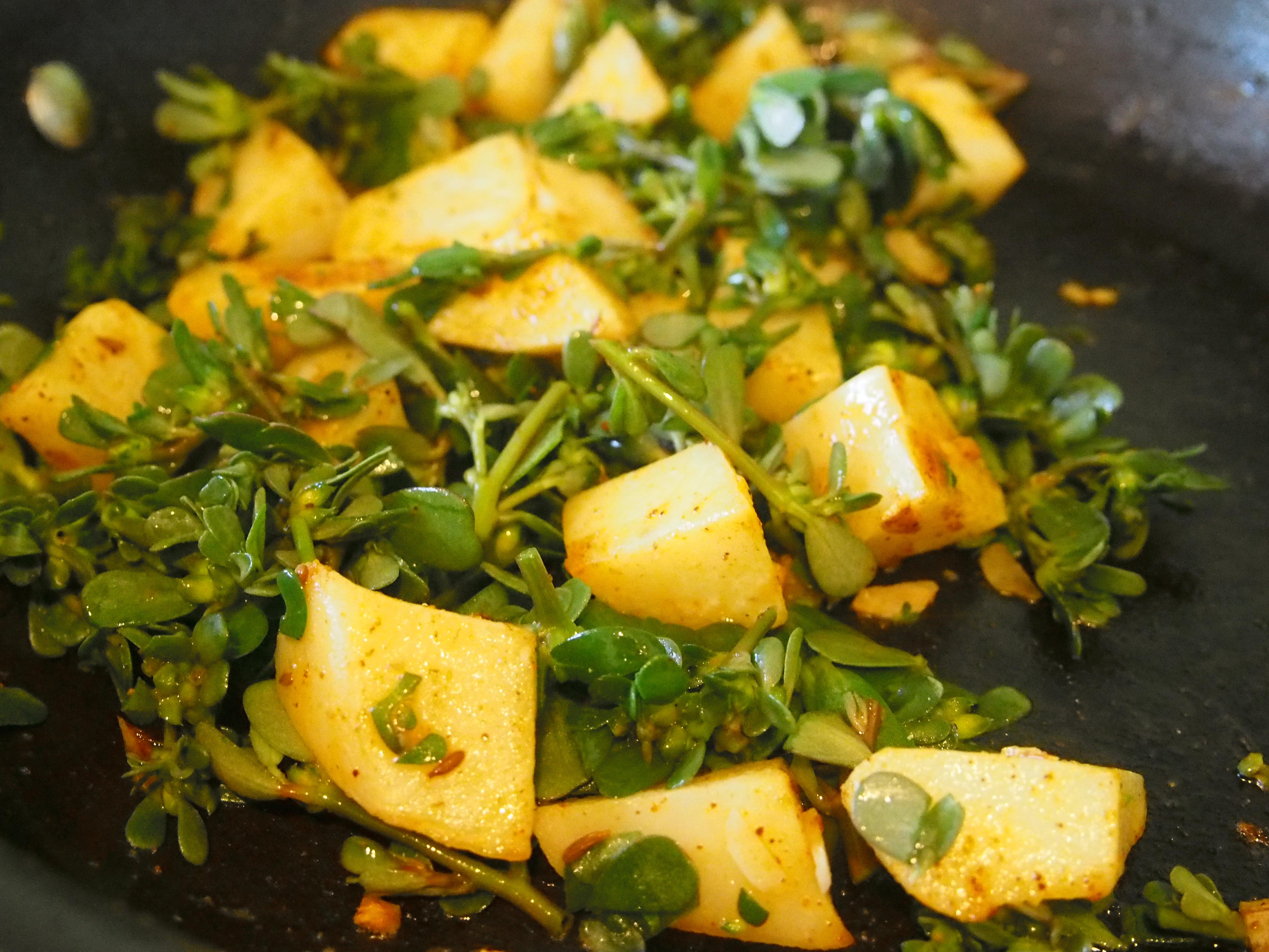 Purslane and potato fry up.  Yum.