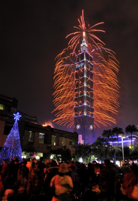 Fireworks from Taiwan's iconic Taipei 101 building. Picture from Taiwan radio station ICRT.